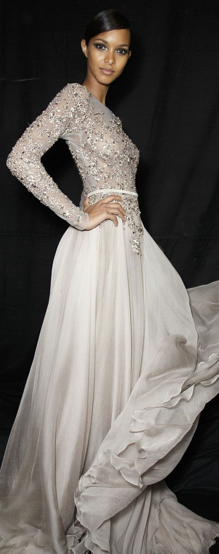 une-jolie-robe-blanche-en-dentelle-pour-tous-les-femmes-modernes