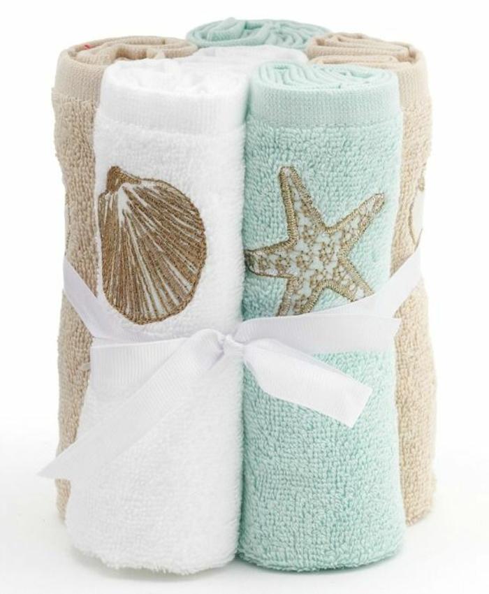 une-serviette-de-bain-enfant-serviette-de-plage-de-marque-la-serviette-de-plage (1)-resized