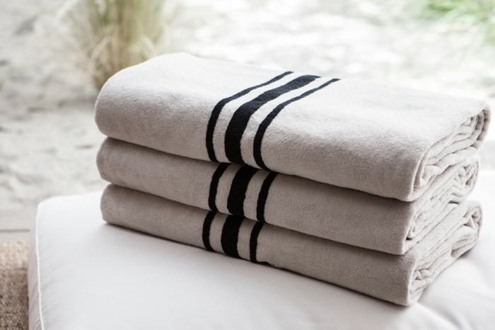 une-serviette-de-bain-enfant-serviette-de-plage-de-marque-la-serviette-de-plage (4)-resized