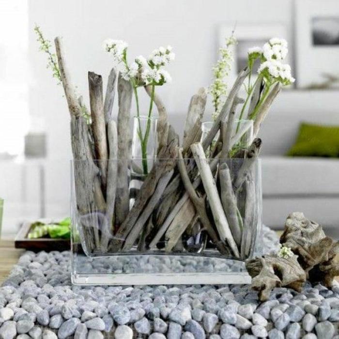vase-fleurs-blanches-bouquet-de-mouget-pierres-salon-beau