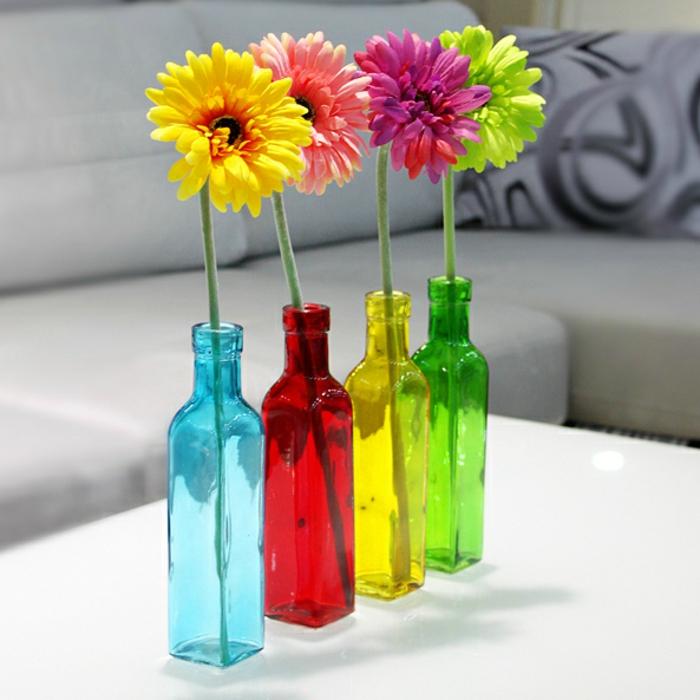 vase-ikea-baquet-vase-cylindrique-vase-en-verre-transparent-colorés-fleurs-gerbre