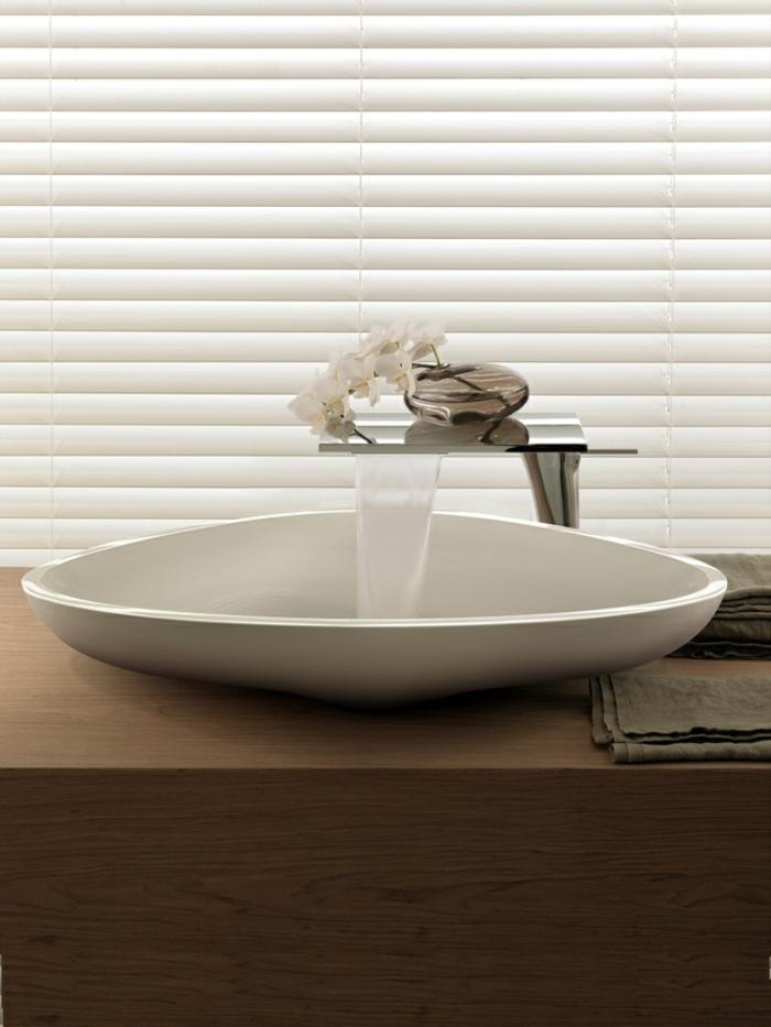 évier-céramique-lavabo-super-moderne-avec-mitigeur-cascade
