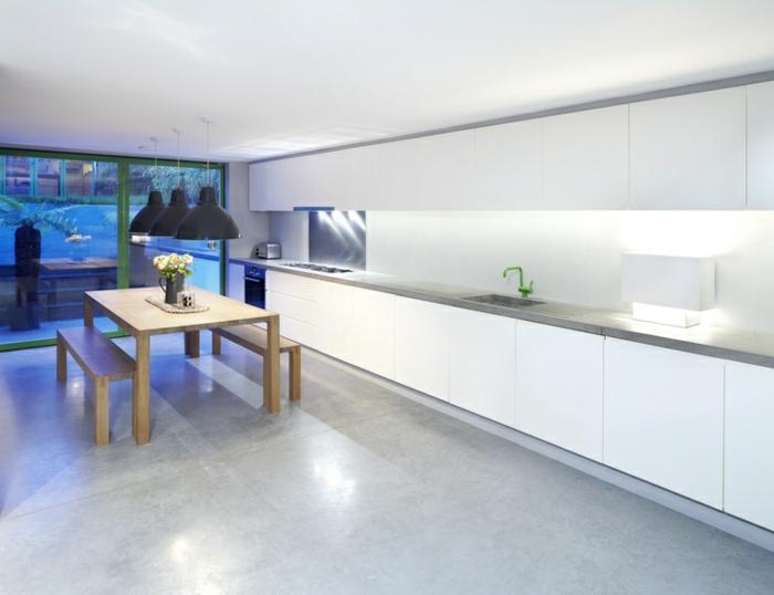 0-carrelage-effet-beton-dans-la-cuisine-de-style-moderne-minimaliste-avec-meubles-blancs