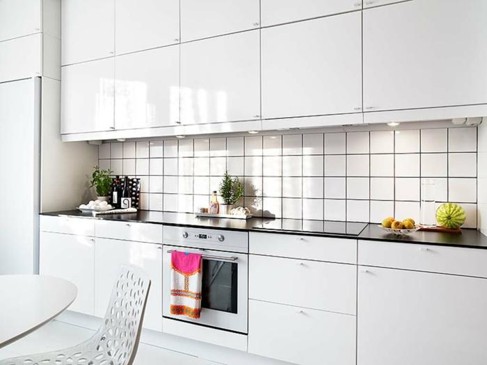 53 variantes pour les cuisines blanches for Carrelage colore cuisine