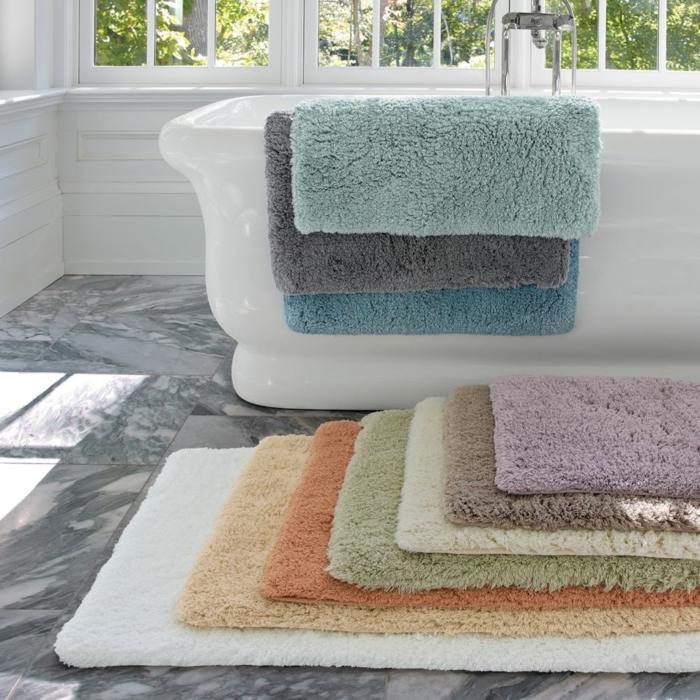 0-leroy-merlin-tapis-coloré-pour-la-salle-de-bain-avec-carrelage-gris-ikea-accessoire-salle-de-bain