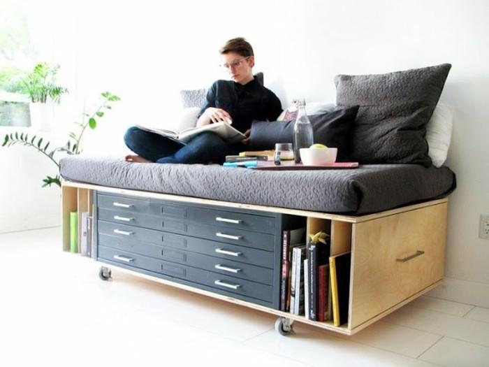 Comment bien choisir un meuble gain de place en 50 photos for Lit dans le salon
