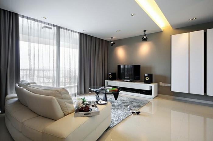 0-un-joli-salon-avec-rideau-voilage-blanc-et-gris-dans-le-salon-moderne-avec-canapé-en-cuir