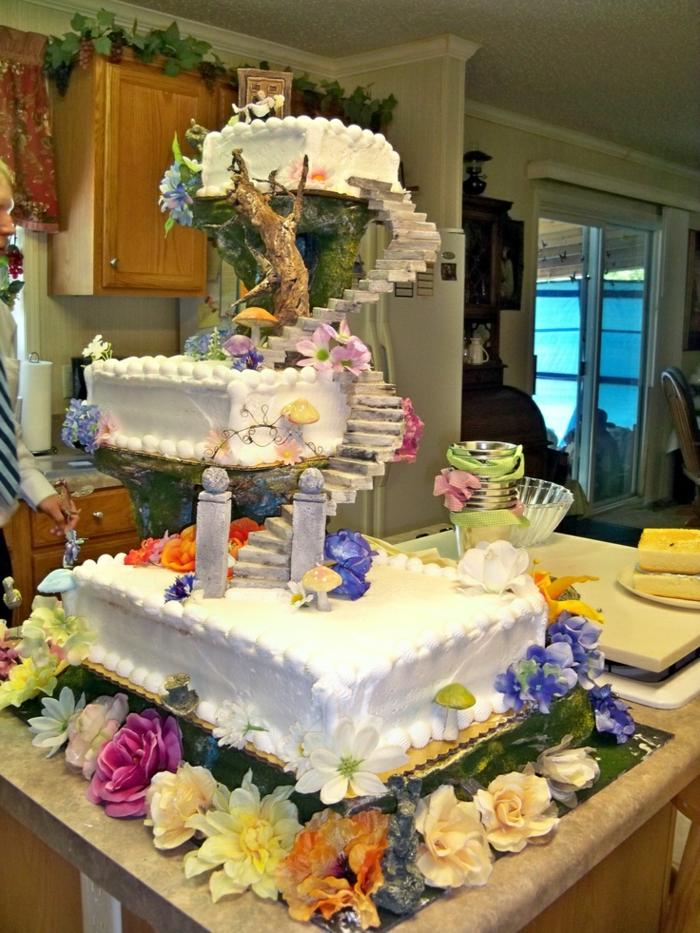 Des gâteaux mariage inspirés par Alice au pays des merveilles Disney