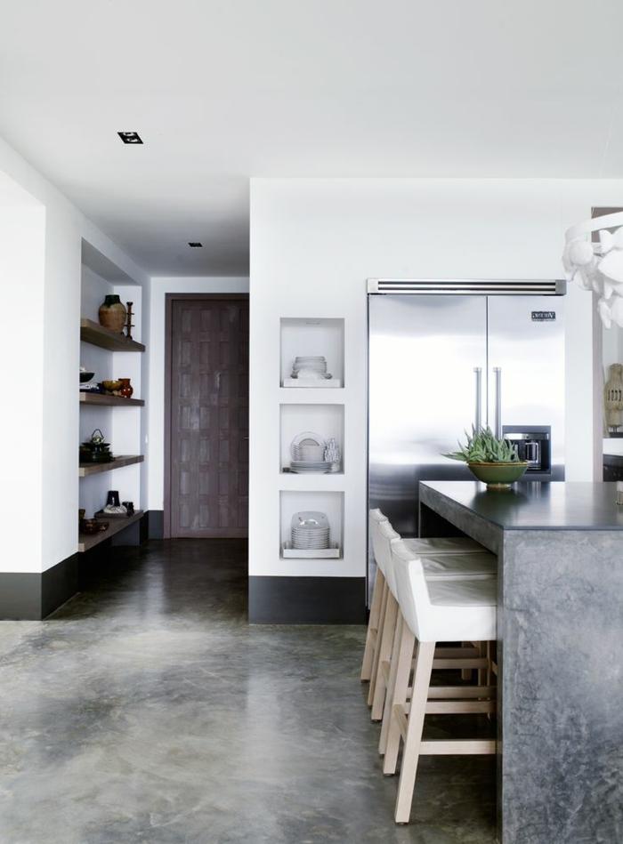 1-béton-ciré-plan-de-travail-avec-un-ilot-de-cuisine-central-avec-béton-ciré-gris