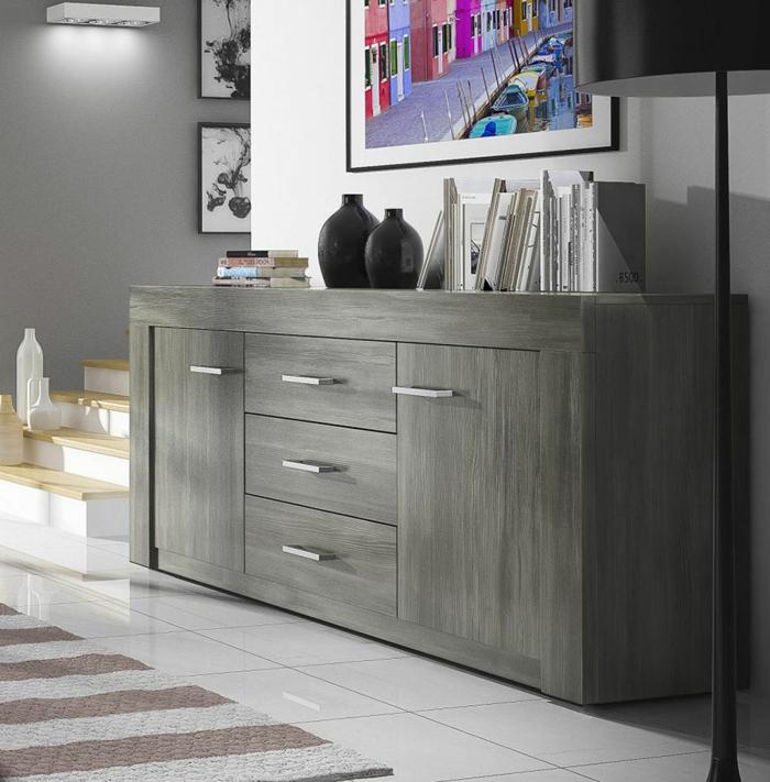 1-bahut-pas-cher-gris-pour-le-salon-avec-carrelage-blanc-et-tapis-à-rayures-blanches-beiges