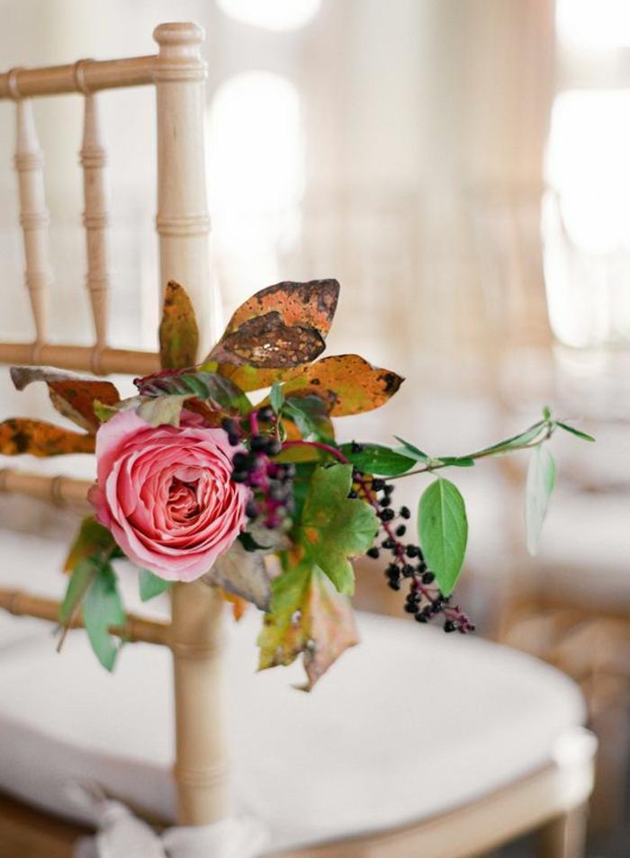 1-choisir-la-housse-de-chaise-pour-mariage-avec-fleurs-decorer-les-chaises-de-mariage-pas-cher