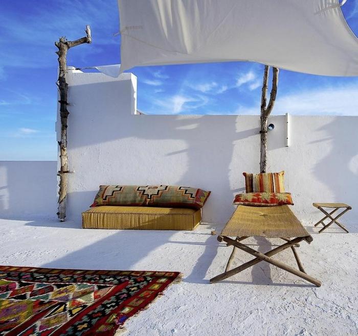 1-comment-bien-choisirun-tapis-d-extérieur-pour-le-jardin-de-style-grec-extérieur-blanc
