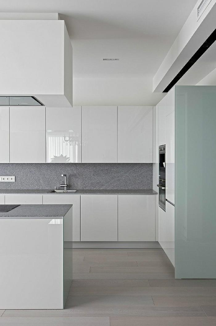 1-cuisine-blanche-laquée-pas-cher-maison-contemporaine-avec-meubles-laqués