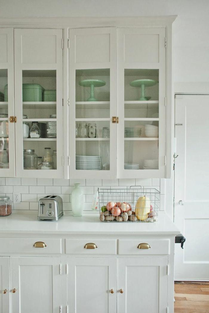 1-cuisine-de-style-rustique-cuisine-blanche-laquéе-avec-meubles-rétro-blanc