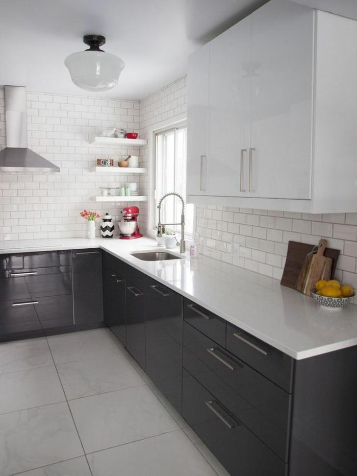 Carrelage : quelle couleur de carrelage avec une cuisine grise ...