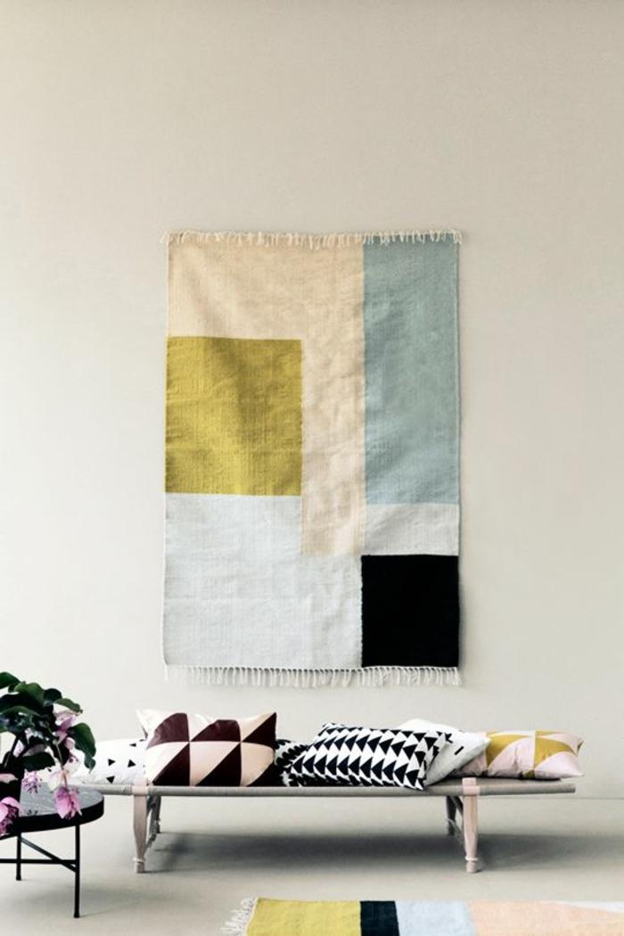 1-deco-nordique-avec-meuble-suedois-et-tapis-scandinave-coloré-dans-le-salon-avec-murs-beiges
