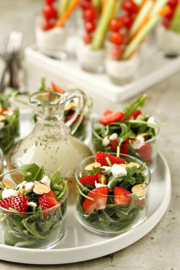 1-entrée-froide-originale-un-cocktail-pour-entrée-froide-avec-rukola-fraises