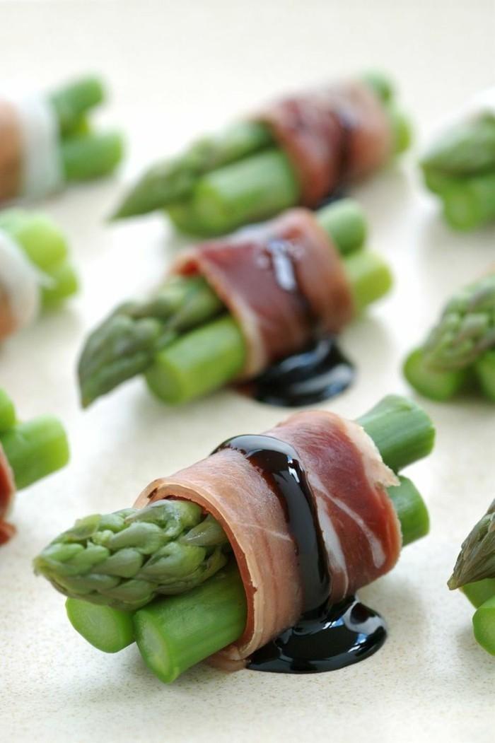 1-entrée-froide-rapide-avec-prosciutto-asparagus-balsamic-pour-la-table-fete-idee-entree-froide