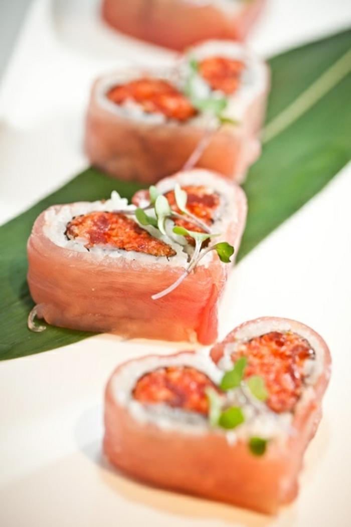 1-entrée-froide-rapide-avec-prosciutto-rice-blanc-sushi-en-forme-de-coeur-pour-la-table