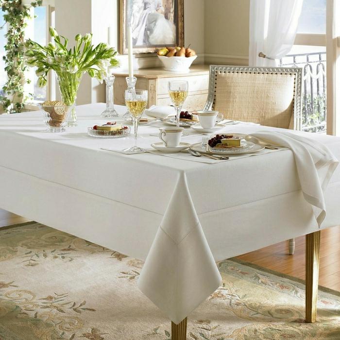 Déco de table rustique belle idée avec la nappe en lin