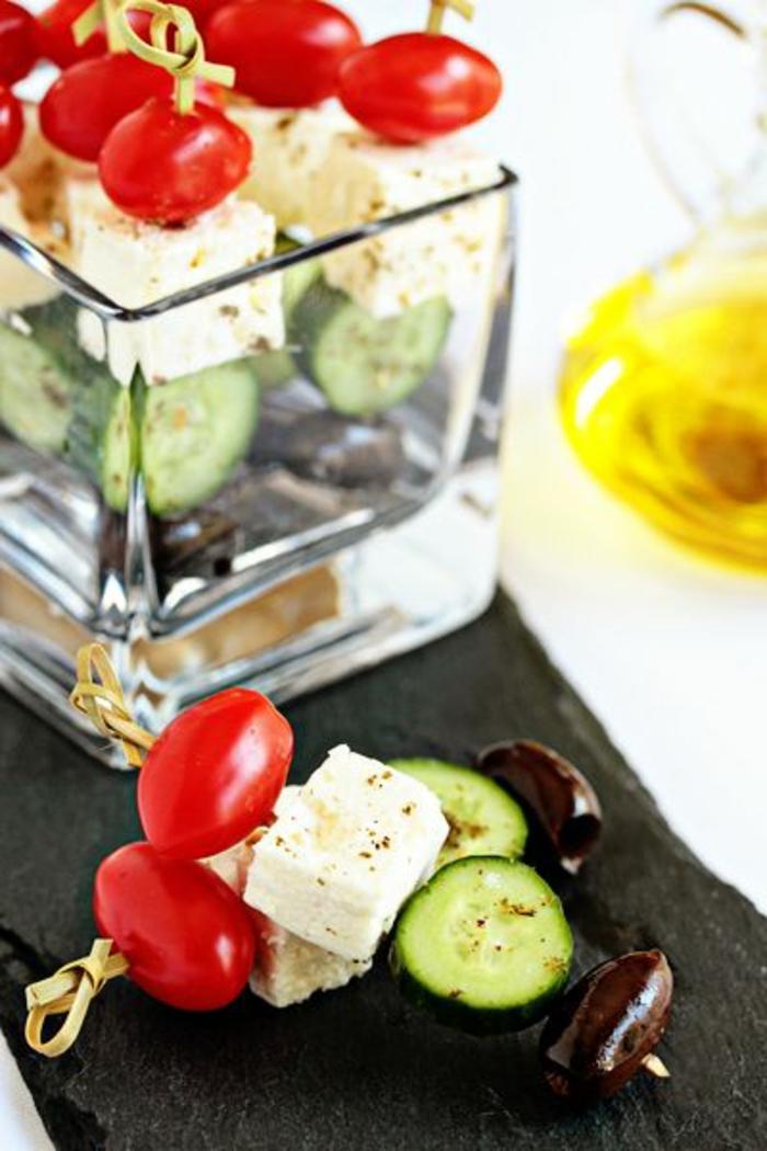 1-idée-entrée-froide-avec-concombre-tomatos-fromage-pour-la-table-fete