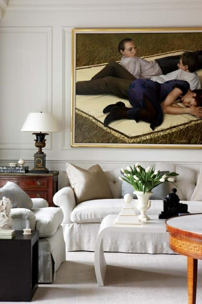 1-idee-deco-sejour-avec-une-grande-peinture-murale-canapé-gris-et-moquette-gris