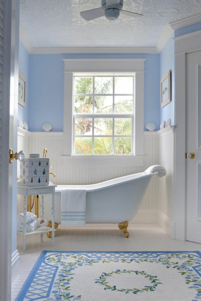 1-ike-tapis-de-bain-de-couleur-blanc-et-bleu-sol-en-planchers-blanc-et-baignoir