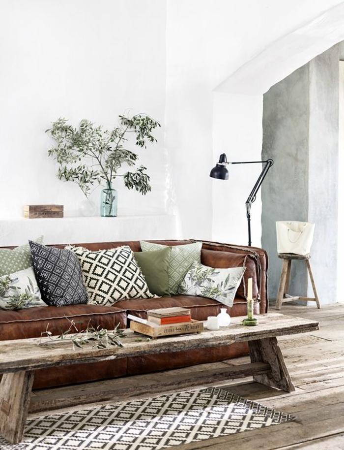 1-joli-salon-idee-deco-petit-salon-avec-sol-en-planchers-en-bois-table-en-bois-massif