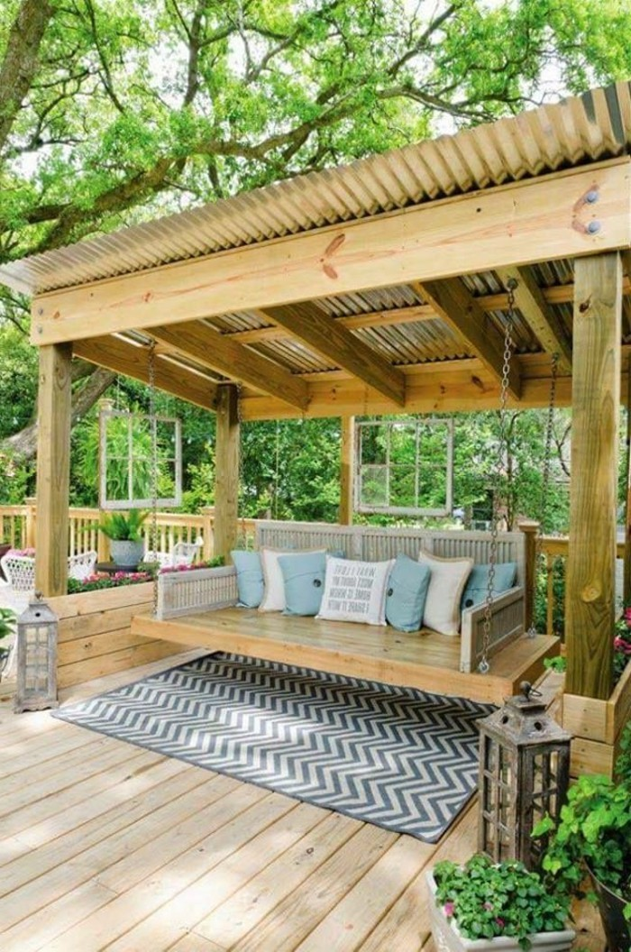 1-joli-tapis-d-extérieur-pour-la-terrasse-dans-le-jardin-avec-planchers-en-bois-clair