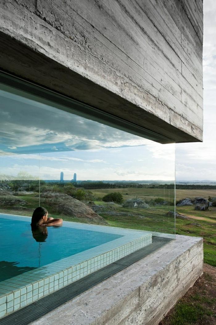 1-jolie-maison-de-luxe-avec-murs-transparents-et-piscine-d-intérieur-moderne-pour-la-maison-de-luxe