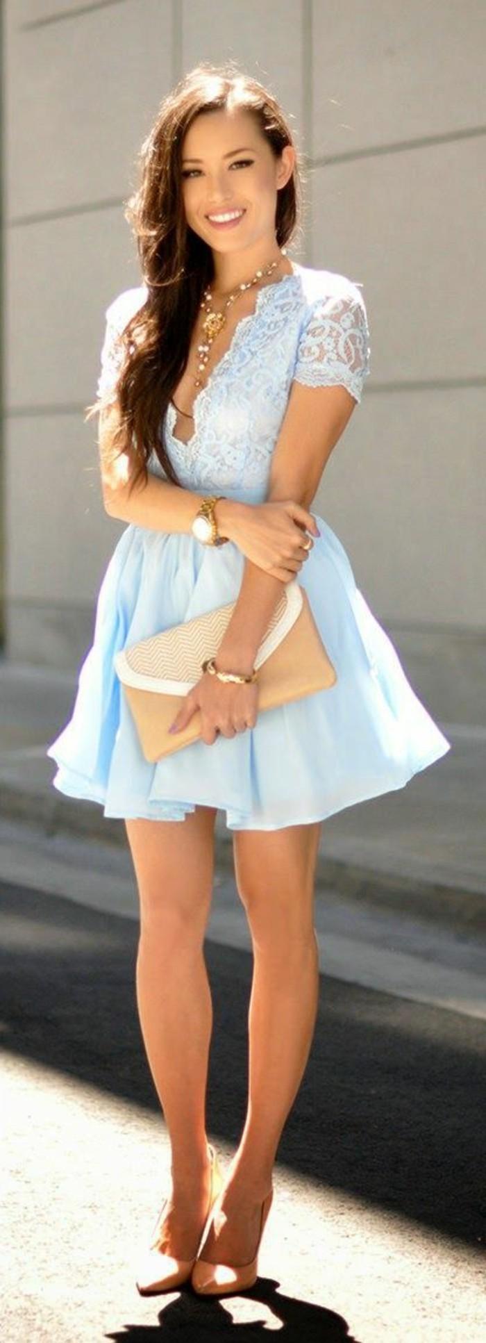 1-jolie-robe-de-soirée-courte-bleu-ciel-pour-les-filles-modernes-sac-a-main-beige