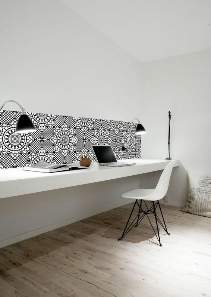 1-jolie-tapisserie-leroy-merlin-geometrique-de-couleur-blanc-et-noir-pour-bien-aménager-un-bureau-de-travail