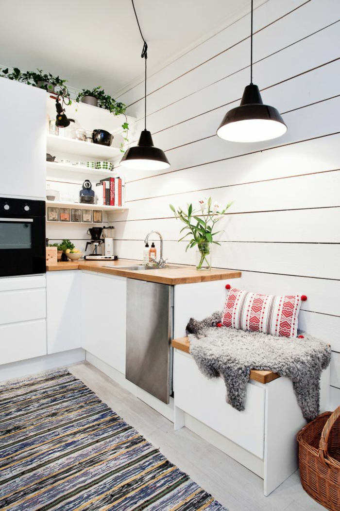 1-la-cuisine-americaine-ikea-avec-meubles-modernes-blancs-tapis-coloré-et-sol-en-parquette