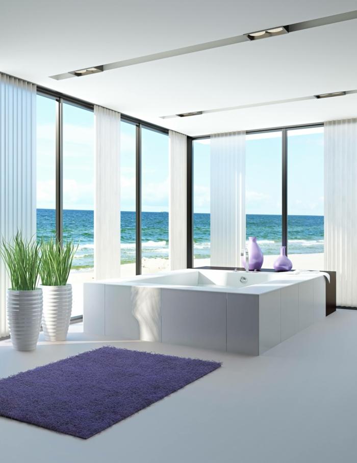1-la-plus-belle-salle-de-bain-avec-grandes-fenetres-et-tapis-de-salle-de-bain-violet