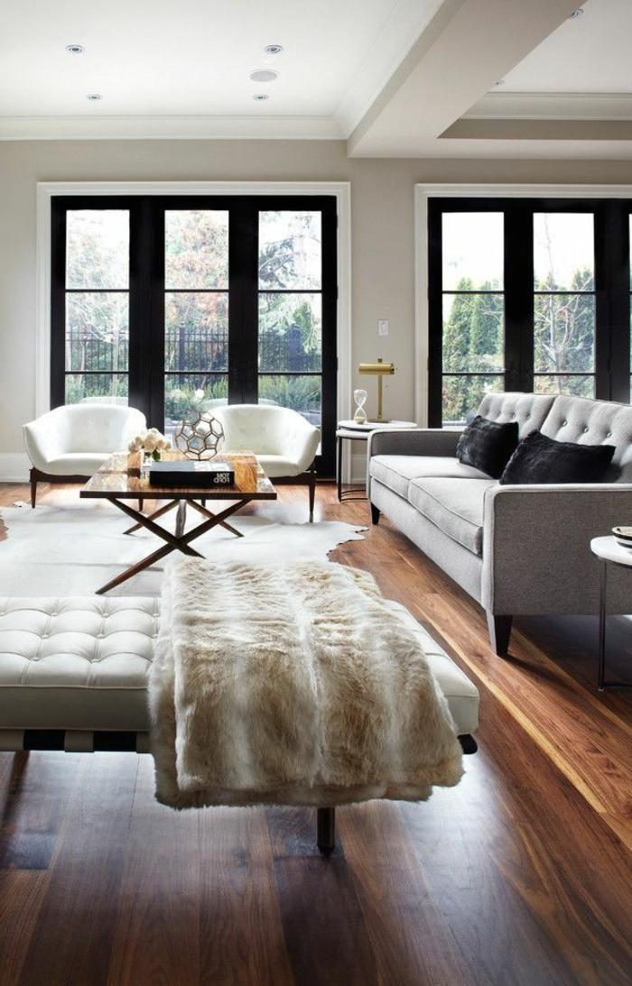 1-le-salon-de-style-moderne-avec-parquette-foncé-canapé-gris-et-parquette-en-bois