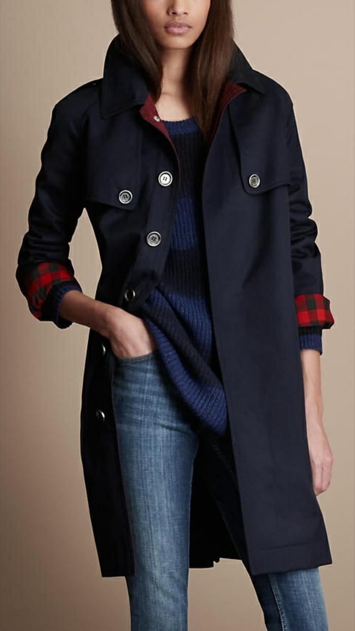 1-manteau-bleu-foncé-avec-denim-bleu-foncé-femme-moderne-selon-les-tendances-2015