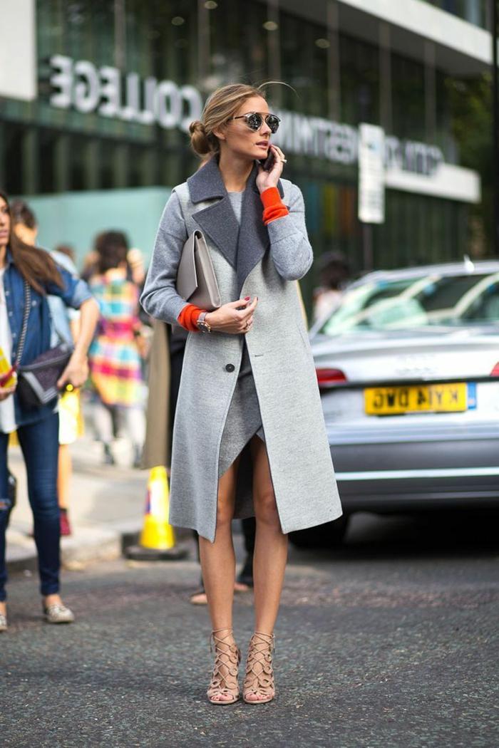 1-manteau-long-femme-gris-avec-talons-hauts-élégants-beiges-femme-marche-sur-la-rue