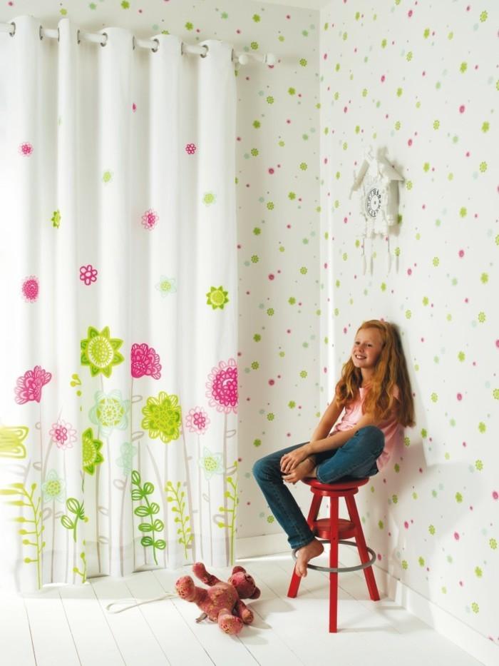 1-rideaux-voilage-enfant-fille-dans-la-chambre-d-enfan-fille-bien-aménagé