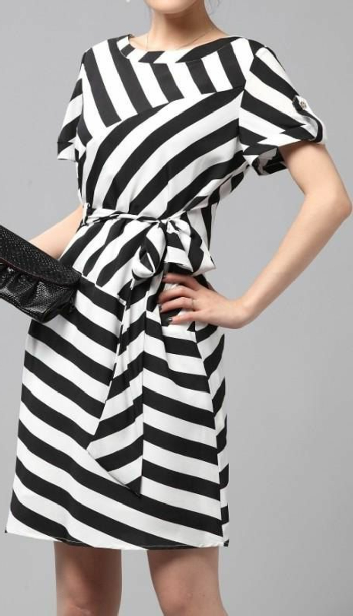 1-robe-de-soire-a-rayures-blanches-noires-pour-les-filles-modernes-avec-robe-magnifique
