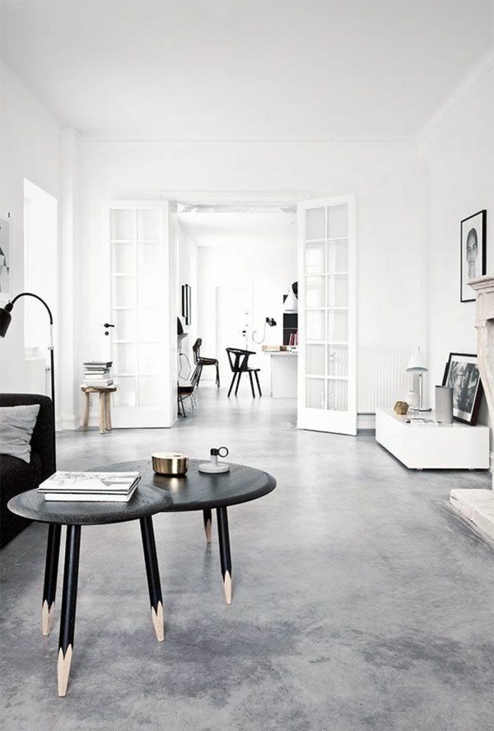 1-sol-en-béton-ciré-gris-pour-le-salon-d-esprit-loft-avec-sol-gris-murs-blancs