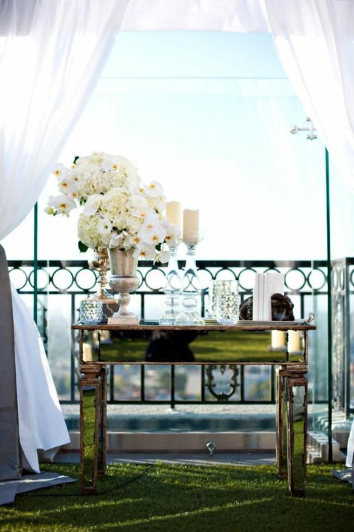 1-tapis-d-extérieur-fausse-pelouse-pour-le-balcon-devant-l-appartement-avec-une-belle-vue