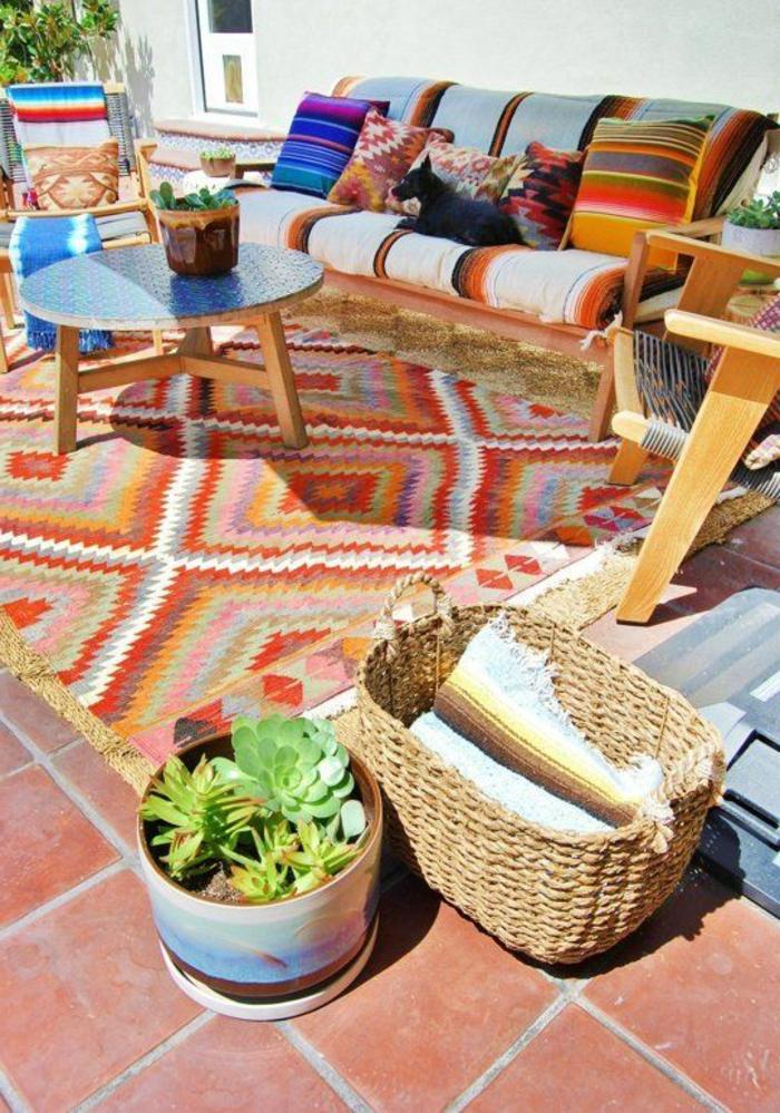 1-tapis-d-extérieur-pour-la-terrasse-avec-carrelage-extérieur-mobilier-outdoor-comment-amenager-la-terrass