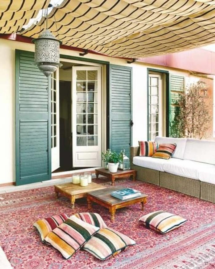 1-tapis-d-extérieur-pour-la-terrasse-avec-tapis-rouge-table-de-jardin-pour-le-jardin-moderne