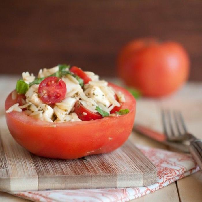 1-tomate-plein-de-legumes-pour-une-entrée-froide-originale-et-rapide-pour-la-table