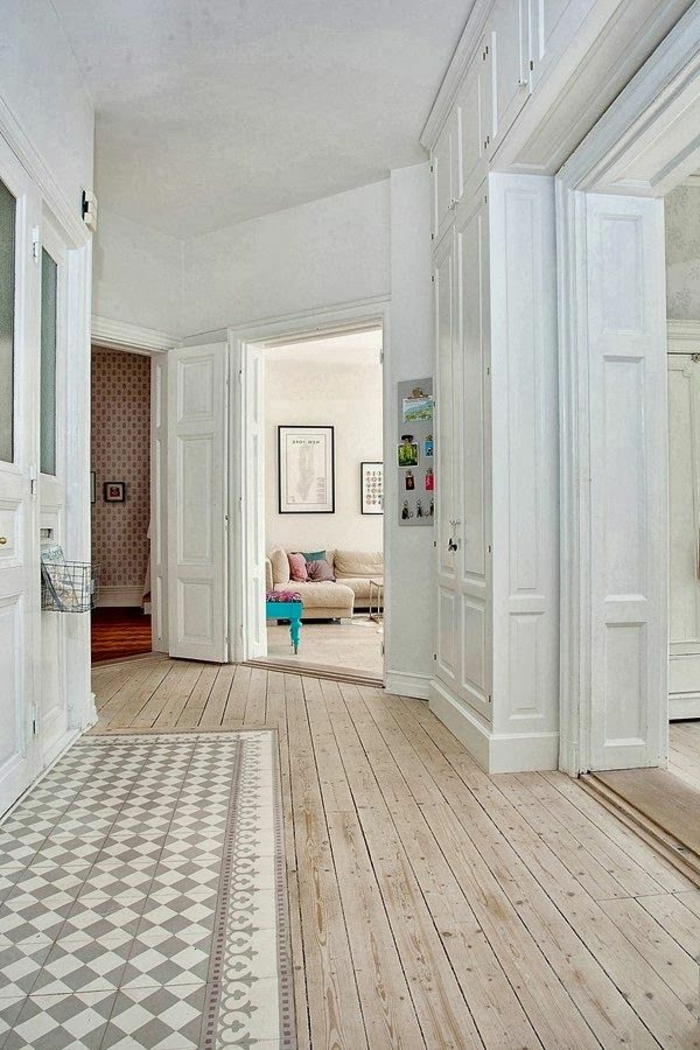 1-un-joli-parquet-contrecolé-en-bois-clair-pour-le-couloir-moderne-avec-parquet-clair