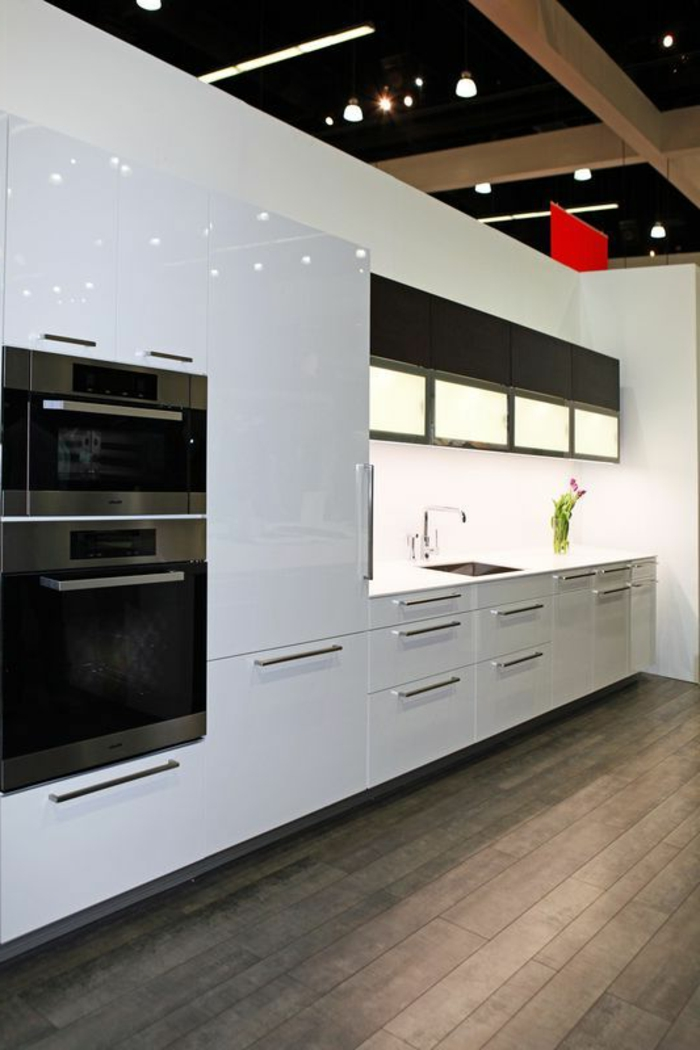 parquet dans la cuisine interesting peut on mettre du parquet dans une cuisine refaire le sol. Black Bedroom Furniture Sets. Home Design Ideas