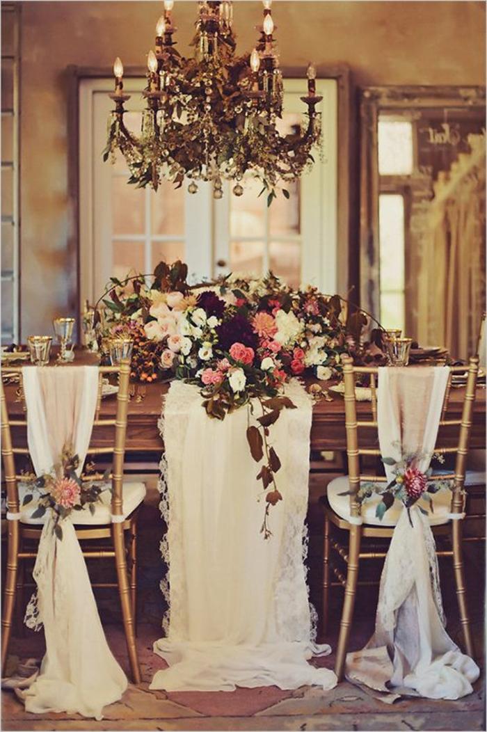 On vous pr sente la housse de chaise mariage en 53 photos for Lustre baroque blanc