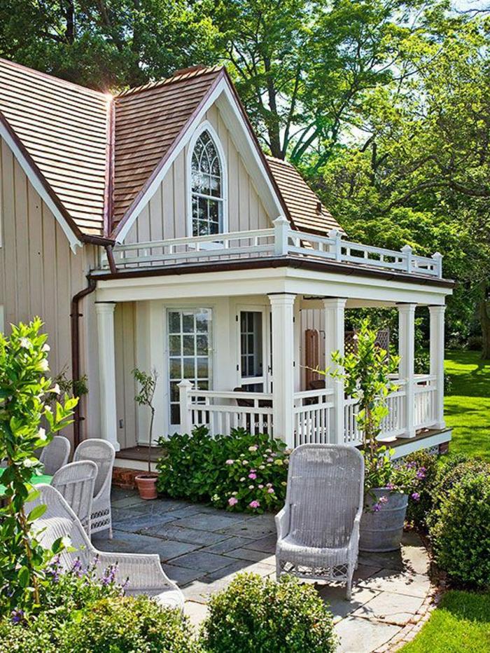1-une-jolie-maison-blanche-avec-une-garde-corps-castorama