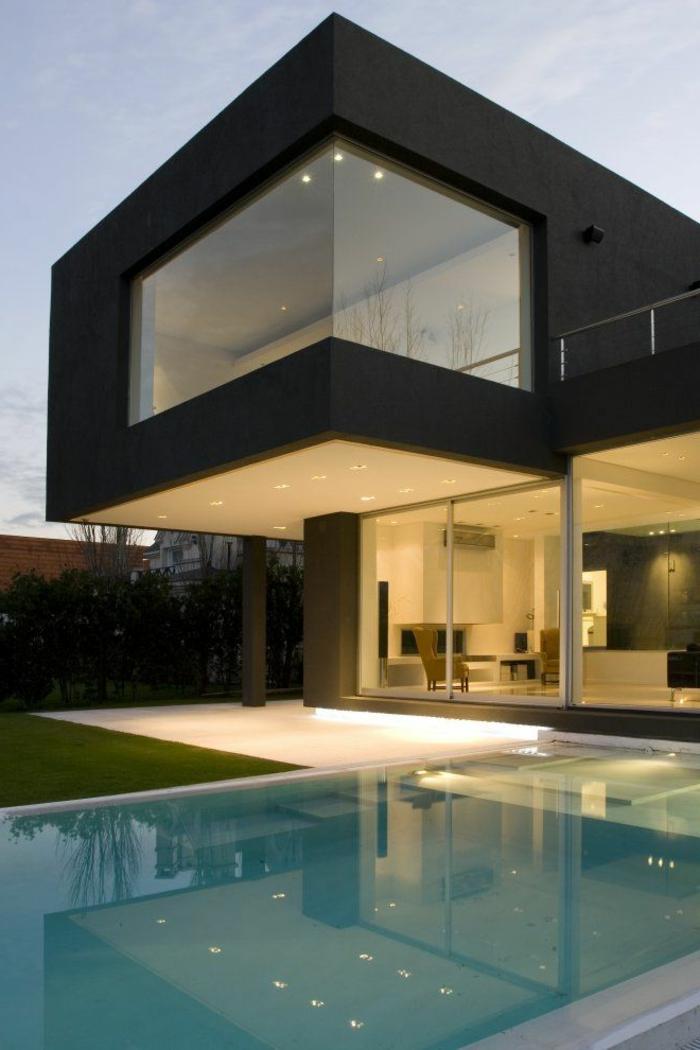 1-une-jolie-maison-de-luxe-avec-jolie-piscine-d-exterieur-dans-le-jardin-et-pelouse-verte