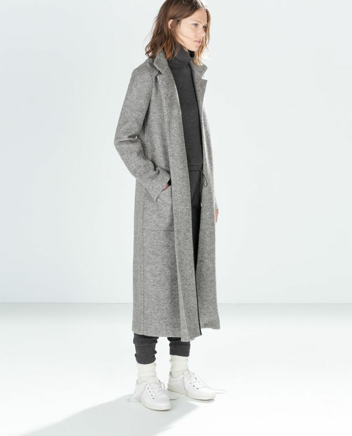 1-veste-matelassée-femme-gris-avec-sneakers-blancs-manteau-gris-tendances-de-la-mode-femme